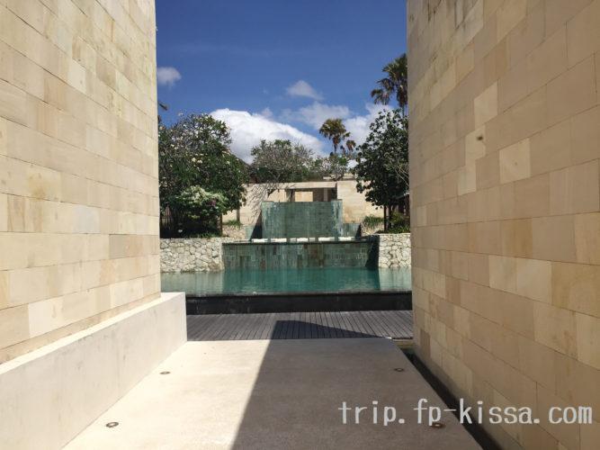 バリ島ホテルザ・バレのプール正面