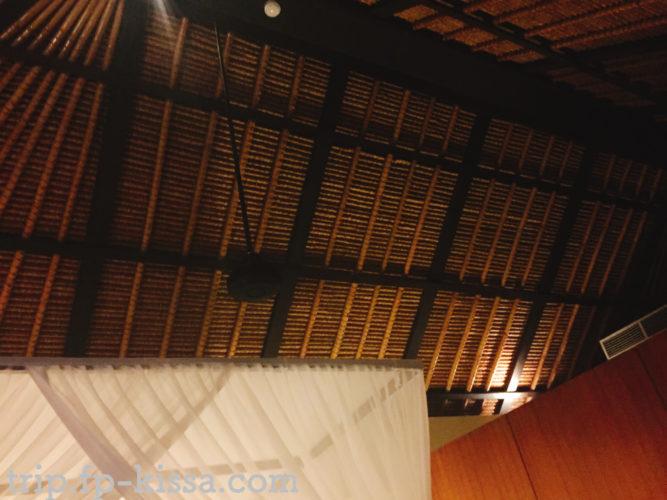 ザ・バレは開放感のある天井