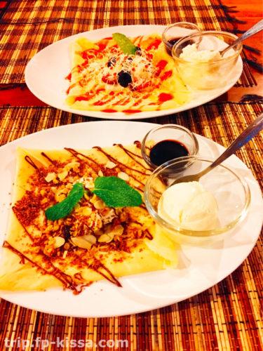フランジパニのカフェにあるデザート アイスとクレープ