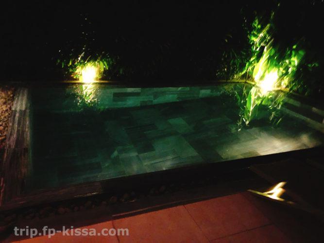 フュージョンマイアダナンの部屋の夜のプライベートプール
