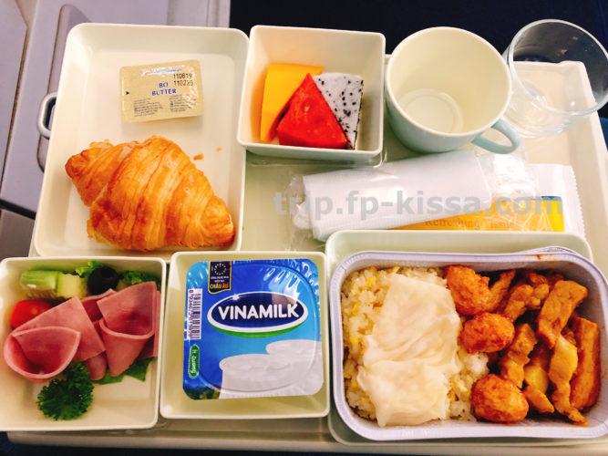 ベトナム航空エコノミーダナン国際空港から関空へ帰路の機内朝食