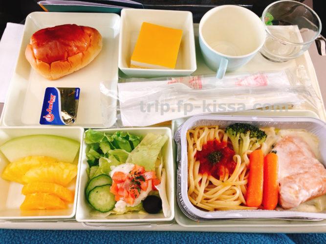 ベトナム航空のエコノミークラス関空からダナン行きの機内食