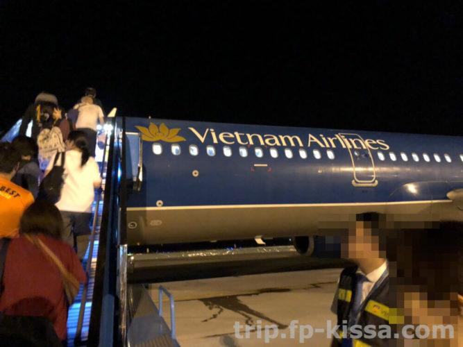 ダナン国際空港から関空まで帰路のベトナム航空機体