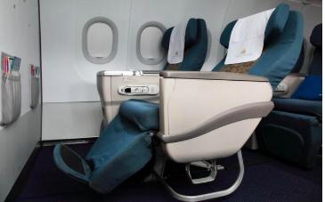 ベトナム航空公式サイトよりビジネスクラスの座席321引用