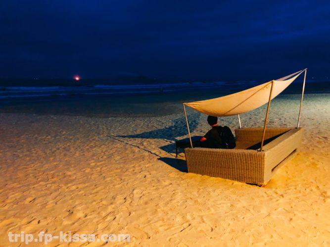 夜のフュージョンマイアダナンの海