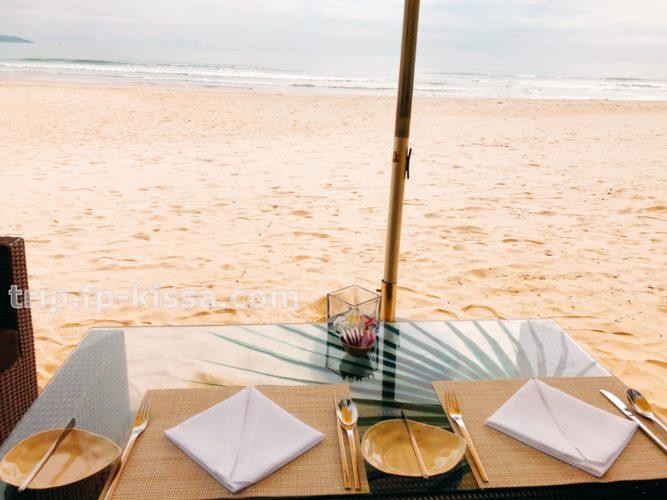フュージョンマイアダナンのビーチで食べる朝食