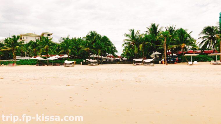 フュージョンアイアダナンのビーチにはソファーがたくさん