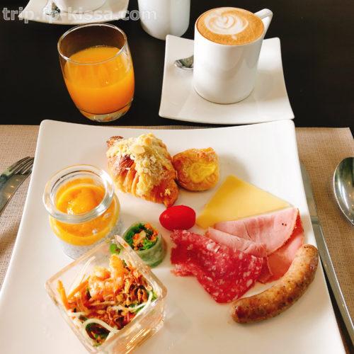 フュージョンマイアダナンの朝食ビュッフェで選んだものカプチーノ