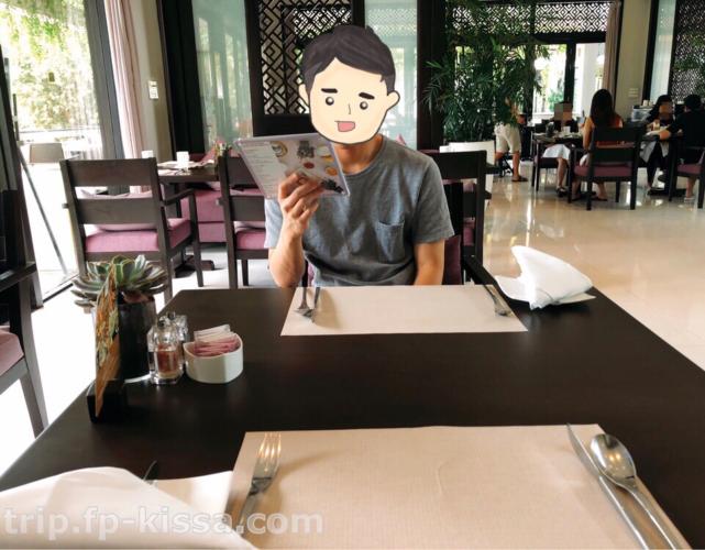 フュージョンマイアダナンのレストラン内テーブル席