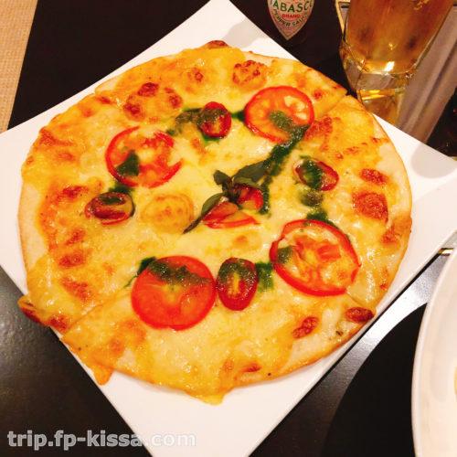 フュージョンマイアダナンのルームサービスのピザ