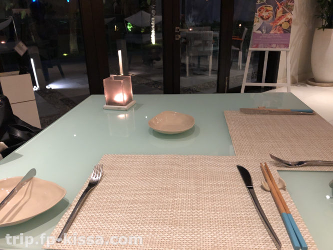 フュージョンマイアダナンのレストランのテーブル